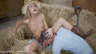 Mexican girl fucked at a park